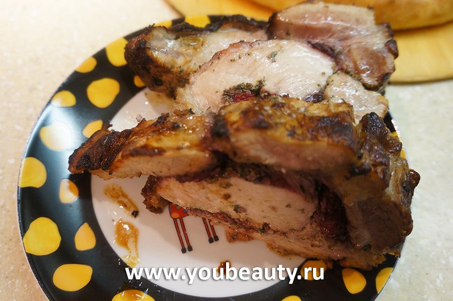 Рулет из свинины с вишней