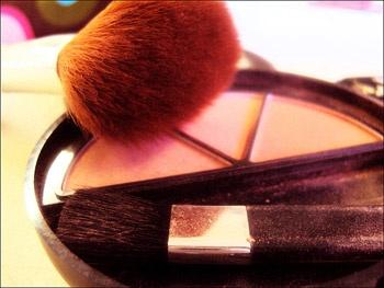 Как скрыть недостатки при помощи макияжа?