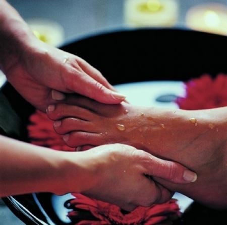 Уход за ногами: ванны для ног, массаж, средства от потливости ног